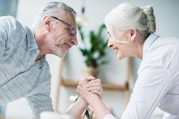 Käden puristusvoima on hyvä tapa arvioida kehon vanhenemista ja heikkenemistä. Keski-iässä mitattuna se saattaa ennustaa ihmisen toimintakykyä vanhempana sekä jäljellä olevia elinvuosia.