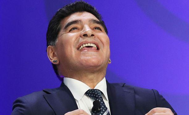 Diego Maradona tutustui jääkiekkoon.