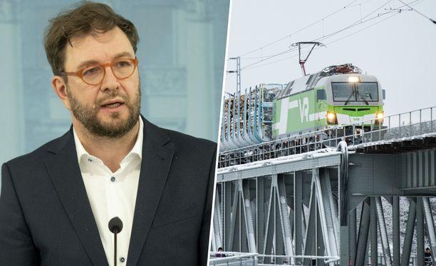 Timo Harakka julkisti odotetun Liikenne 12 -raportin.