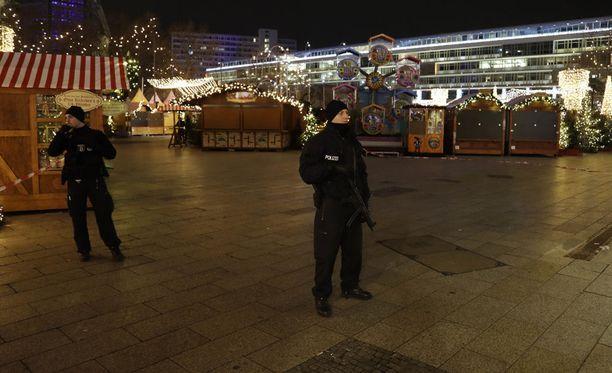 Yhdysvallat varoitti marraskuussa omia kansalaisiaan siitä, että Isis saattaa iskeä Euroopassa ulkona järjestettäviin toritapahtumiin joulukauden aikana.
