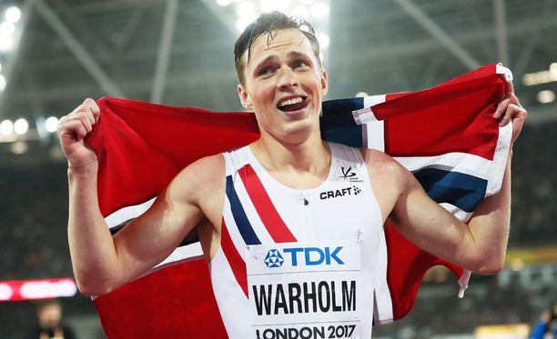 Warholm voitti MM-kultaa vain 21-vuotiaana.