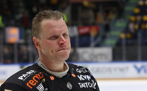 Lasse Kukkonen jätti upeat jäähyväiset Kärpille – uran viimeinen ottelu päättyi voittoon ja koskettavaan puheeseen