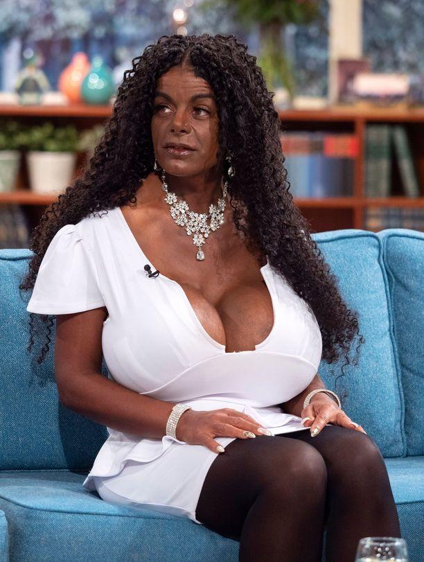 Martina Bigin tähtäimessä ovat maailman suurimmat rinnat.