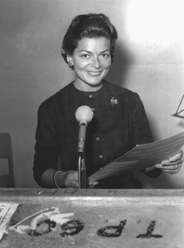 Sveitsiläislaulaja Lys Assia voitti Euroviisit vuonna 1956.