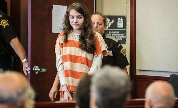 Shayna Hubers ei osoittanut oikeudessa katumusta teostaan vaan hymyili.