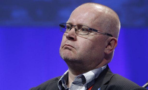 """Oikeusministeri Jari Lindström pitää Tanskan """"korulakia"""" harkinnan arvoisena."""