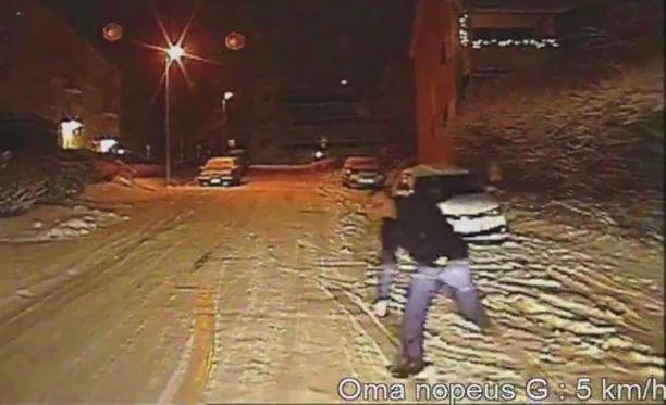 Poliisille tuli kiire saada auto kiinni.