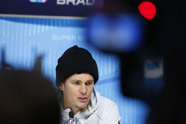 Tom Brady toivoo, että hänen tytärtään loukannut radiojuontaja saisi jatkaa tehtävissään.