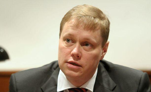 Mikael Aron 200 000 euron bonus tyrmistytti yhtiössä.