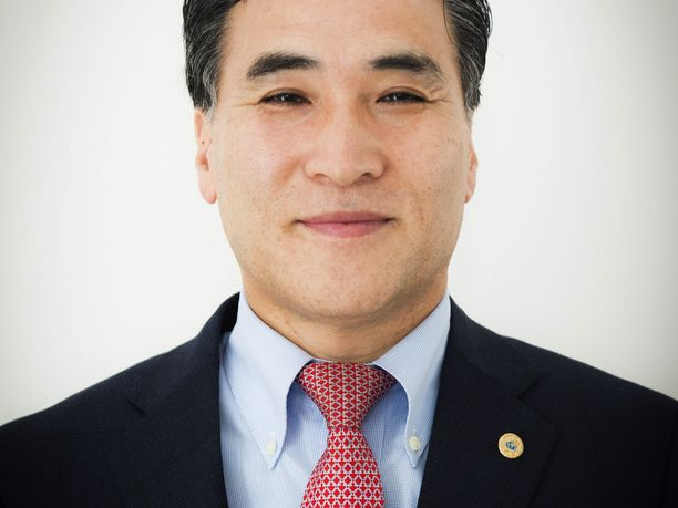 Kim Jong-yang on toiminut Interpolin vt. johtajana.