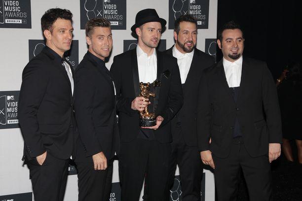 JC Chasez, Lance Bass, Justin Timberlake, Joey Fatone ja Chris Kirkpatrick MTV Video Music Awardsissa vuonna 2013.