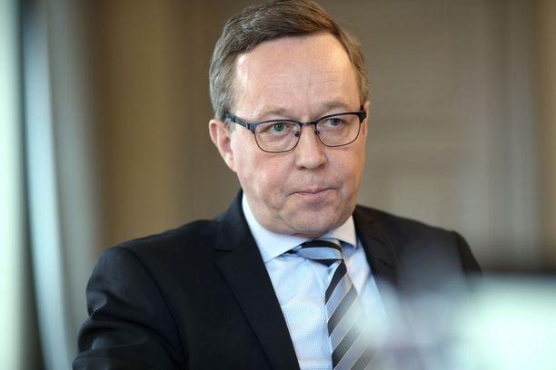 Elinkeinoministeri Mika Lintilä vaatii Business Finlandin johdolta selvityksen.