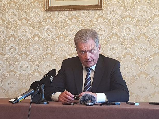 Niinistö kertoi vierailun saldosta suomalaismedialle Kiovassa.