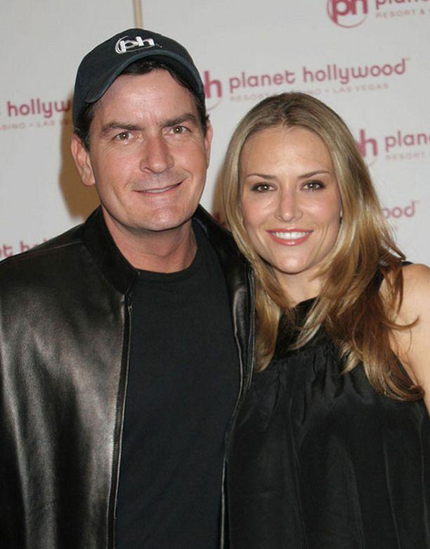 Charlie Sheen on menossa kesällä naimisiin Brooke Millerin kanssa.
