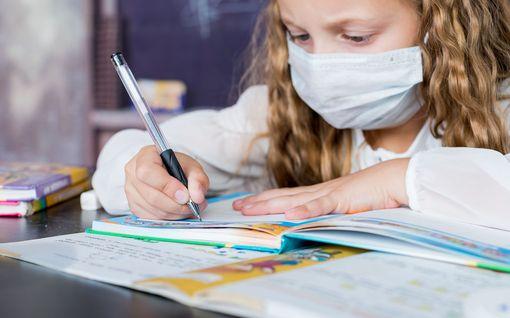 Deltamuunnos ja nuorten rokotukset värittävät koulujen alkua – järeämpiä maskeja ei ole luvassa koululaisille