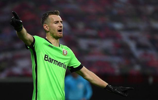 Lukas Hradecky ja Leverkusen voivat varmistaa jatkopaikkansa Eurooppa-liigassa jo torstaina.