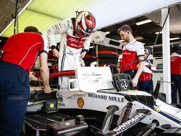Kimi Räikkönen piiskasi Alfa Romeonsa yhdeksänteen lähtöruutuun.