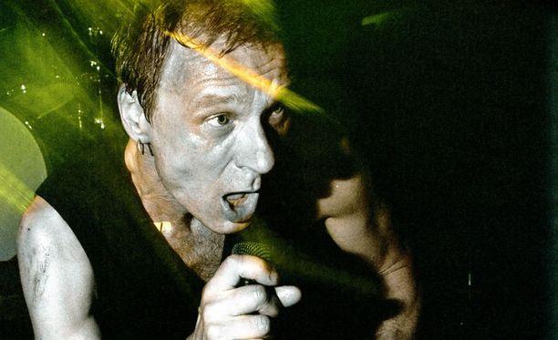 Sielun Veljet tuli tunnetuksi energisenä ja rääväsuisena bändinä.