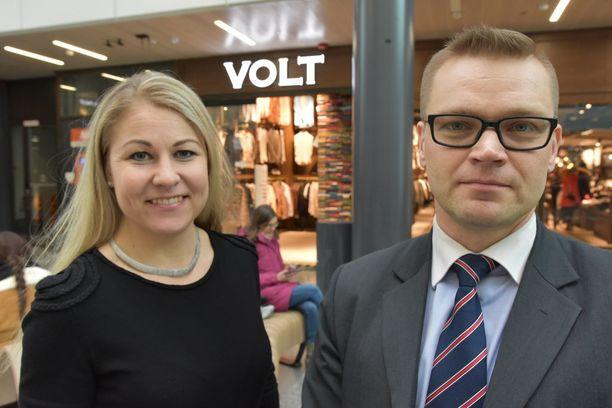 Kansalaispuolueen Piia Kattelus ja Sami Kilpeläinen.