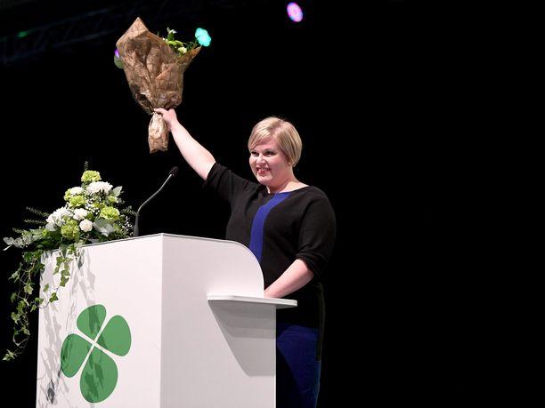 Annika Saarikko valittiin keskustan johtoon suoraan vaalin ensimmäisellä kierroksella.