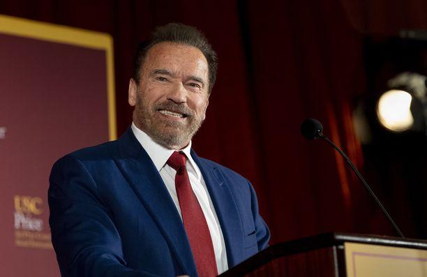 Arnold Schwarzenegger muistutti venyttelyn tärkeydestä.