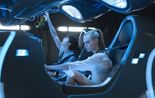 Valerian (Dane DeHaan) ja Laureline (Cara Delevigne) setvivät galaksin vaikeimpia kriisejä.
