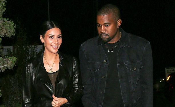 Kim Kardashian uskoo joutuvansa turvautumaan kohdunvuokraukseen, mikäli hän haluaa saada vielä lapsia aviomiehensä Kanye Westin kanssa.