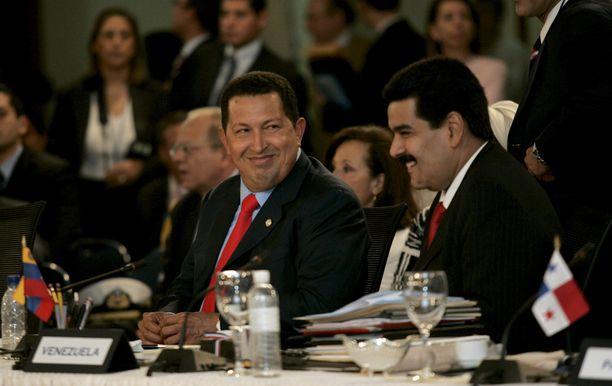 Näin lämpimissä tunnelmissa Hugo Chavéz ja Nicólas Maduro illastivat vuonna 2008 Dominikaanisessa tasavallassa.