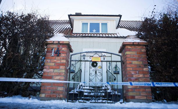 Kolme miestä löytyi tästä talosta kuolleina perjantaina.