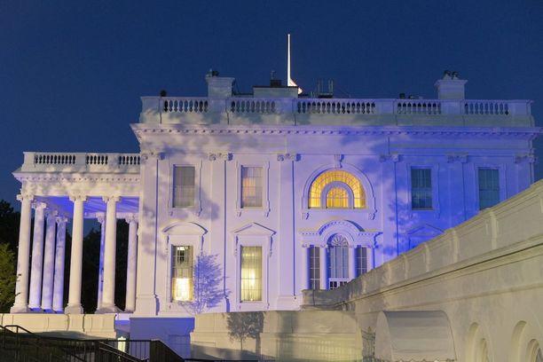Maanantai-ilta pimeni Washingtonissa, kun Valkoiseen taloon kerääntynyt media jäi vaille lisätietoja presidentin väitetyistä vuodoista Venäjän ulkoministerille ja suurlähettiläälle.