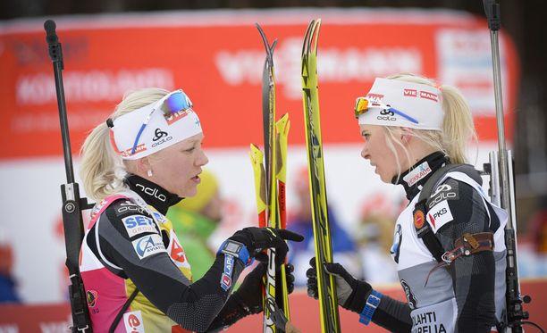 Kaisa Mäkäräinen (vas.) oli perjantaina Mari Laukkasta heikompi sekä lopputuloksissa että hiihtoajoissa.