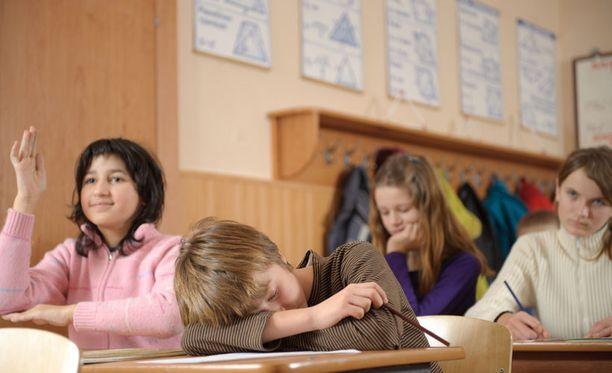 Edistyneet oppilaat saattavat turhautua opettajan joutuessa huomioimaan heikompia.