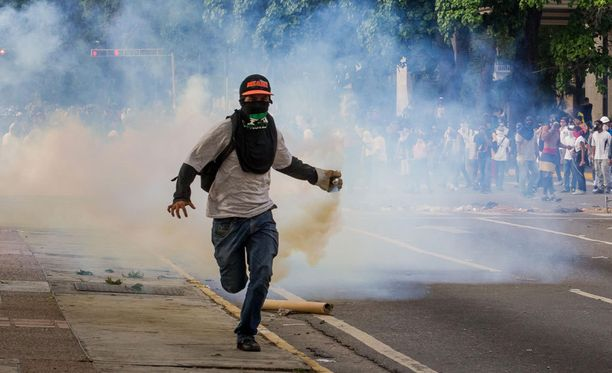 Eilen mielenosoituksissa kuoli kolme ihmistä, joista yksi oli sotilas.
