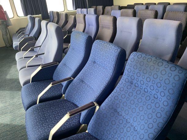 Matkustajilla on käytössään istumasalonki laivan kahdeksannella kannella.