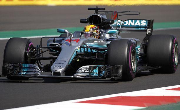 Lewis Hamilton lähtee Meksikon osakilpailuun kolmosruudusta.