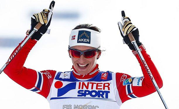 Marit Björgen voitti Holmenkollenilla 30 kilometrin vapaan hiihtotavan kisan.