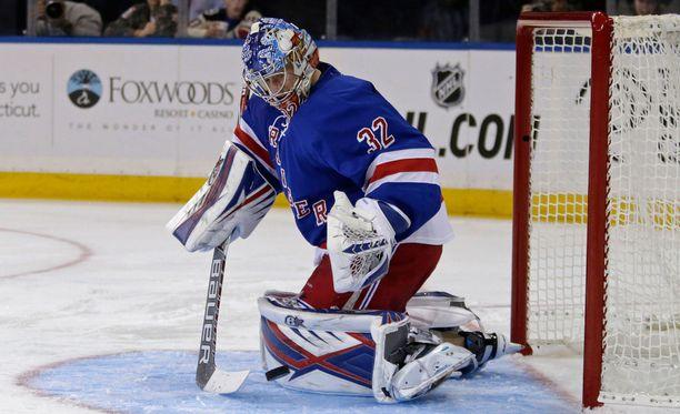 Antti Raanta onnistui hienosti New York Rangersin maalilla.