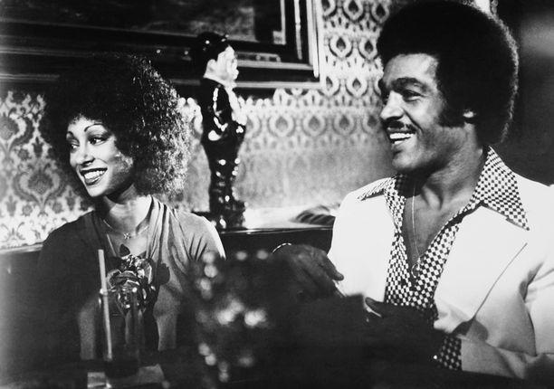 Timothy Brown nähtiin Black Heat -elokuvassa Tanya Boydin kanssa.