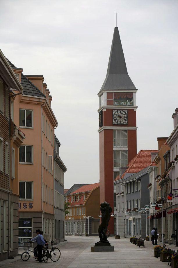 Luodian New Town on ruotsalaisten mielestä varsin kotoisen näköinen kaupunki. Se kun muistuttaa hätkähdyttävästi Sigtunaa.