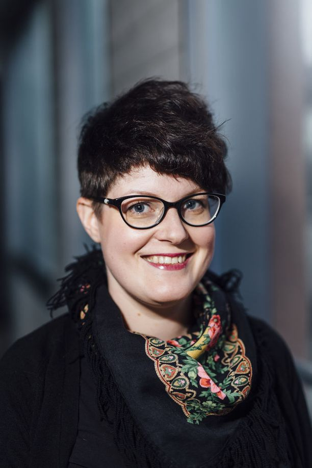 Pelastakaa Lapset ry:n asiantuntija Anniina Lundvall kannattaa avointa keskustelua sosiaalisen median käytöstä vanhempien ja nuorten välillä.