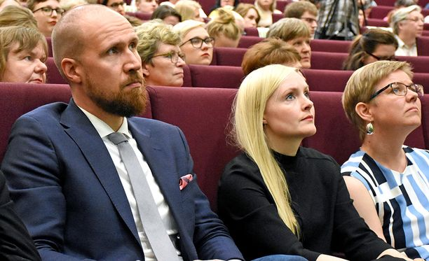 Vihreät pärjäsi hyvin houkuttelevuutta mittaavassa kyselyssä. Touko Aallon sijaisena toimii nyt Maria Ohisalo. Oikealla eduskuntaryhmän puheenjohtaja Krista Mikkonen.