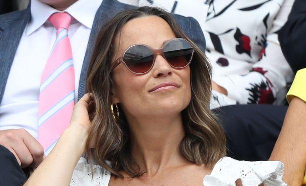 Pippa Middleton seurasi torstaina tennistä Wimbledonissa.