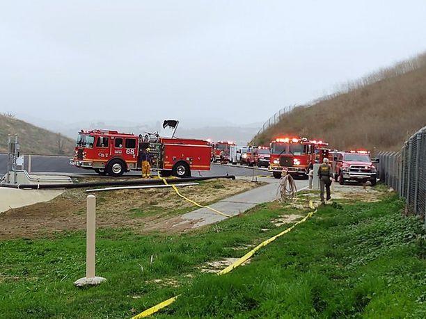 Turmapaikalla oli useita paloautoja.