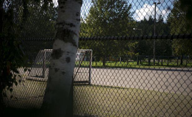 Pizzeriayrittäjän mukaan puukotuksen pääepäilty istui usein kentän laidalla Turun Pernossa, kun hänen ystävänsä pelasivat jalkapalloa.