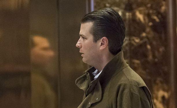 Erikoissyyttäjä Robert Muellerin koolle kutsuma suuri valamiehistö on jo lähettänyt haasteita Donald Trump Jr:n ja Kreml-kytköksistä tunnetun venäläisasianajaja Natalia Veselnitskajan tapaamiseen liittyen.