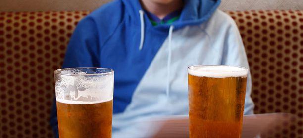 Pitkää päivää painavat juovat enemmän.