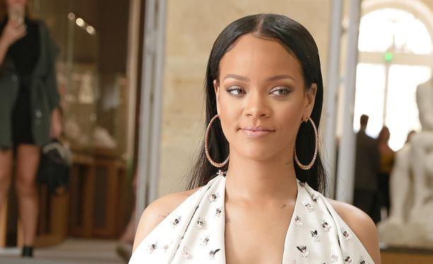 Muun muassa Rihanna joutui Thrasher-pomon hampaisiin.