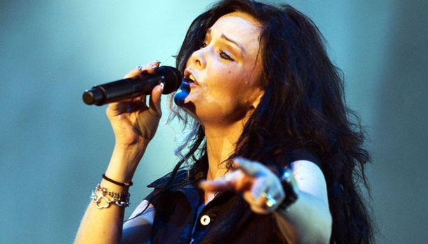 Anette Olzon ja muu Nightwishin poppoo koki jännittäviä hetkiä Jyväskylän keikalla.