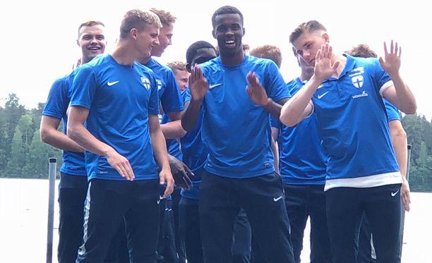 Hyökkääjä Marcus Forss (toinen vasemmalta) on alle 19-vuotiaiden maajoukkueen kapteeni.