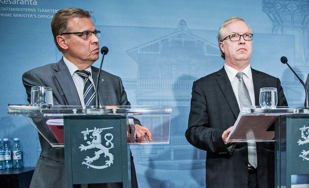 SAK:n Lauri Lyly ja Akavan Sture Fjäder yhteiskuntasopimusinfossa Kesärannassa syyskuussa 2015.